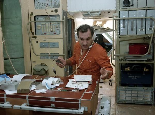Валерий Поляков на станции Мир. Источник фото: profi-forex.org