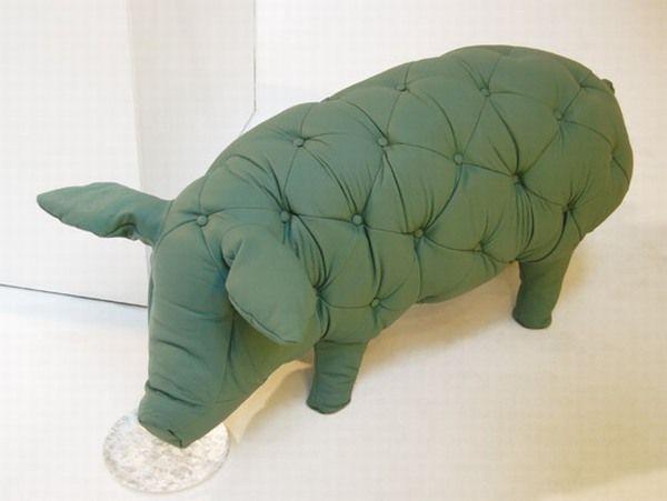 Оригинальные пуфики в форме свиней