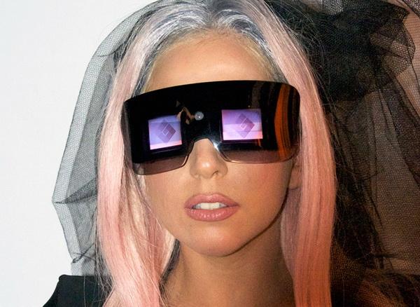 Очки от Polaroid для Lady GaGa. Источник фото: mairalazzati.blogspot.com