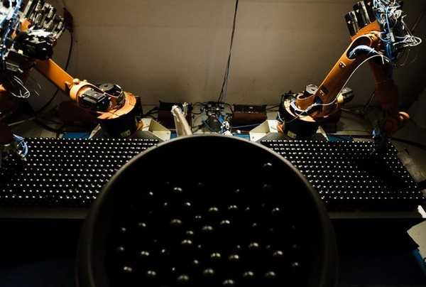 Geometric Death Frequency-141 – гигантская работа от роботов-скульпторов. Источник фото: crystalkiss.com