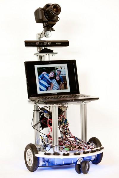 Робот-фотограф для вечеринок. Источник фото: spectrum.ieee.org