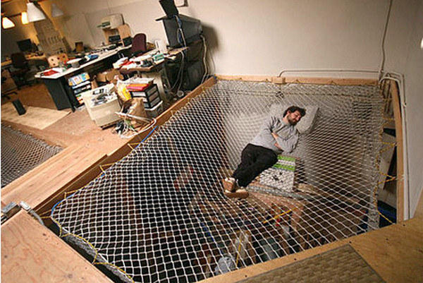 Кровать-гигантский гамак
