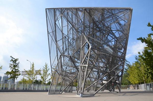 Светящаяся скульптура в форме куба от Oyler Wu Collaborative