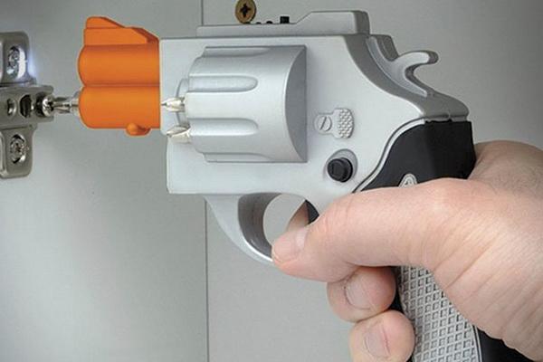 Отвертка в форме револьвера: оригинальный инструмент для настоящего мужчины