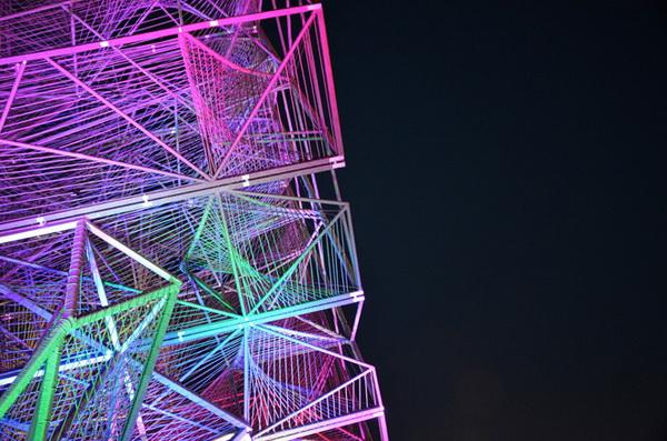 Светящаяся скульптура в форме куба от компании Oyler Wu Collaborative