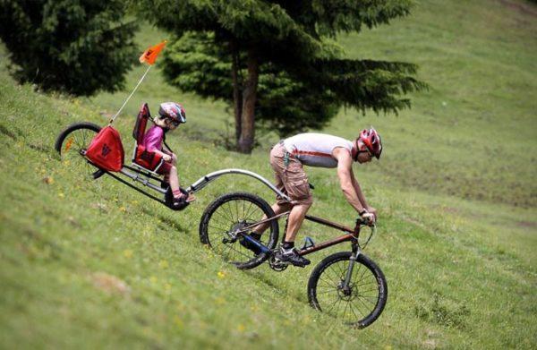 Weehoo iGo Bicycle исключает возможность опрокидывания.
