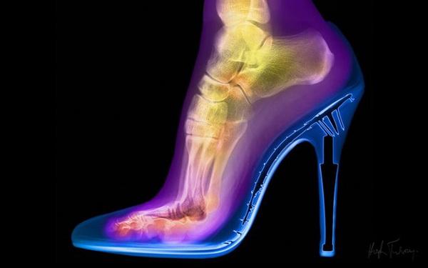 Женская туфелька.