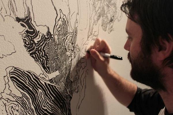 Sean Sullivan расписывает стену