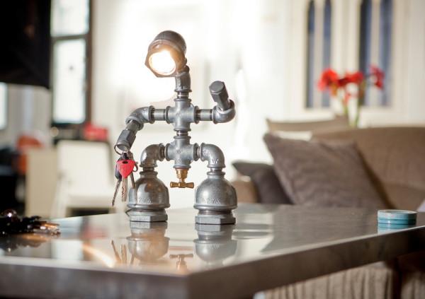 Для Kozo Lamp специально разработан включатель в форме вентиля крана.