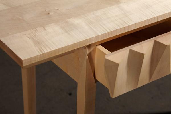Детали стола от  Rafe Mullarkey и Laszlo Beckett