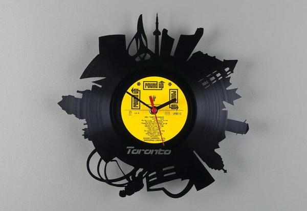 Часы из старых виниловых пластинок
