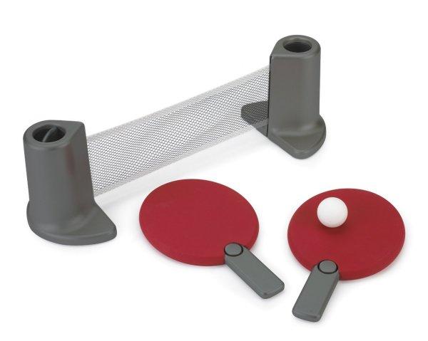 В набор Umbra Pongo входят две ракетки, два мячика и сетка.