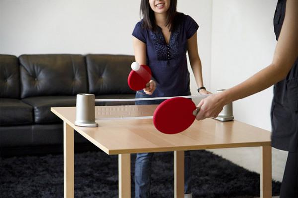 Umbra Pongo - портативный набор для игры в пинг понг.