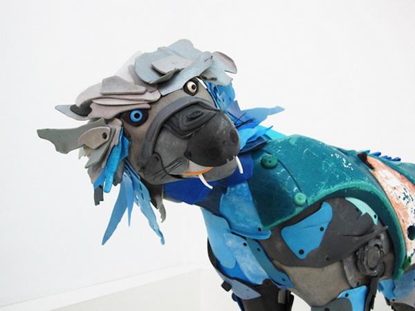 Игрушки, созданные из пляжного мусора