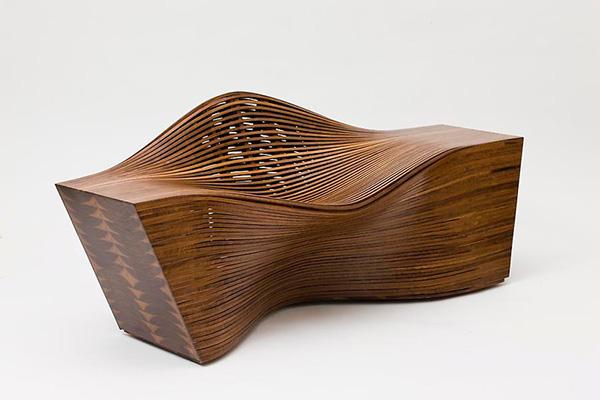Деревянное изогнутое кресло Вae se hwa.