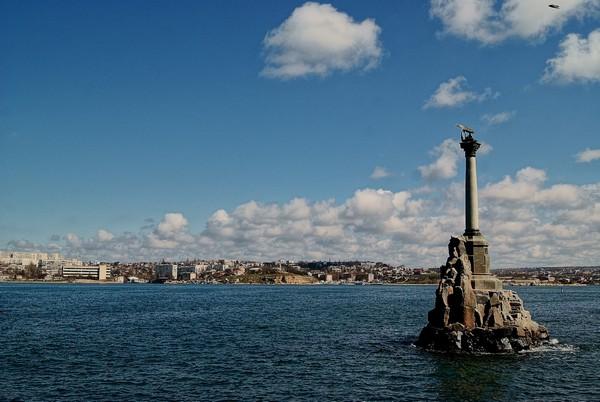 Памятник затопленным кораблям в Севастополе. Источник фото: sevastopol-foto.blogspot.com