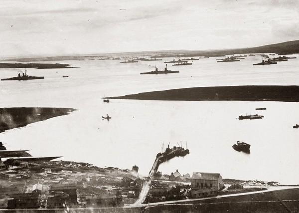 Флот открытого моря в бухте Скала-Флоу. Источник фото: navy-rus.livejournal.com