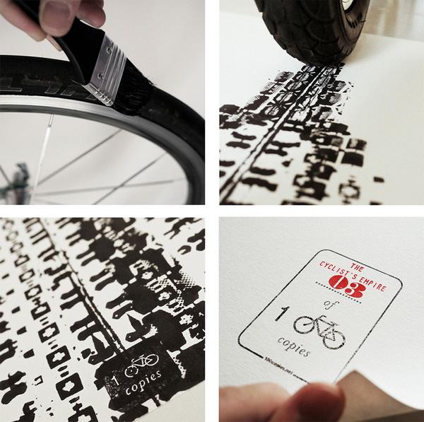 Empire State Building, написанный отпечатками велосипедных шин