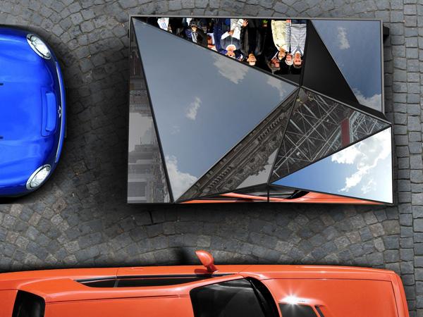Окружение отражается в зеркальных стеклах MONOFORM