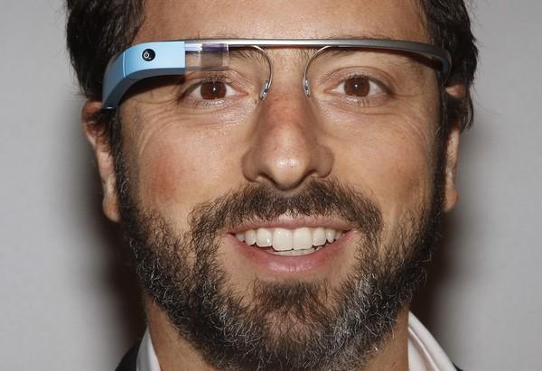 Основатель Googe Сергей Брин в очках Google Glass. Источник фото: glass-apps.org