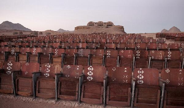 Заброшенный кинотеатр в египетской пустыне
