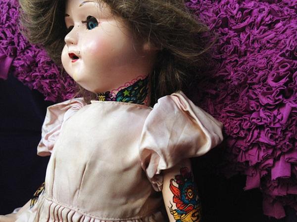 Куклы с татуировками от Fena Cartes.