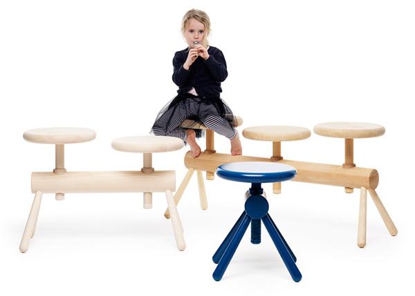 Детские деревянные скамейки.