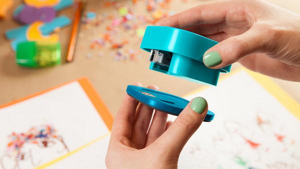 Съемная платформа степлера позволяет скрепить объекты в любом месте.