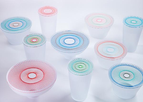 Стеклянные вазы с вышивкой.
