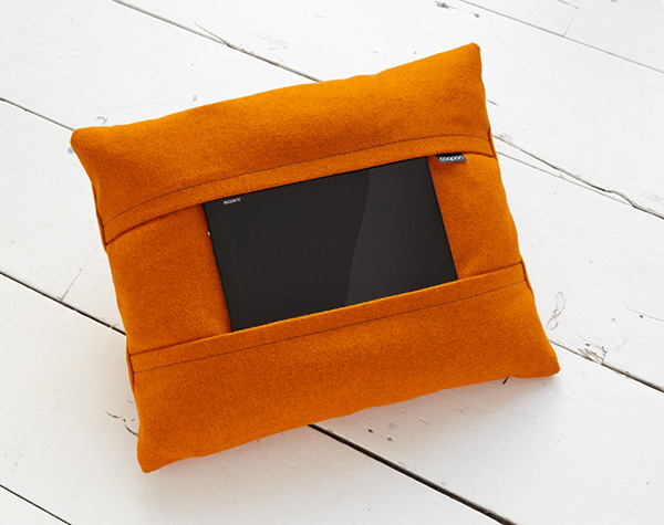 Яркие подушки от Koen Vorst.