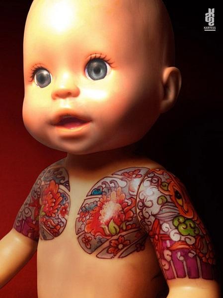 Винтажная кукла с татуировкой.