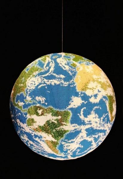 Метровый глобус из спичек.