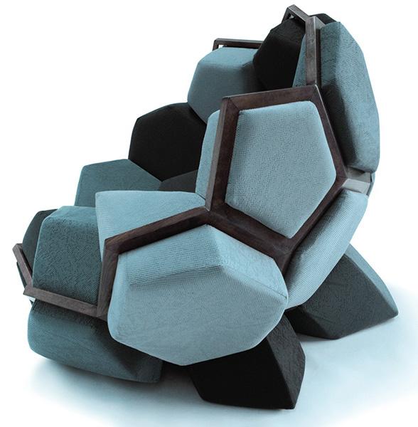 Модульное кресло в виде кристалла кварца.