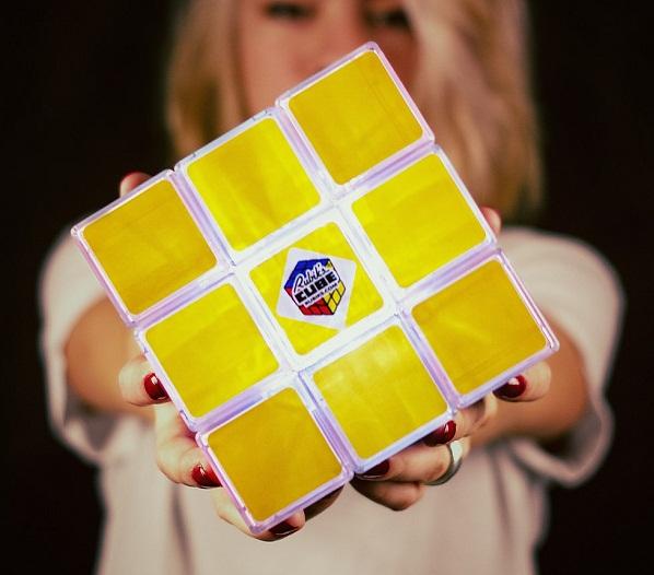 Кубик рубика: головоломка и ночник.