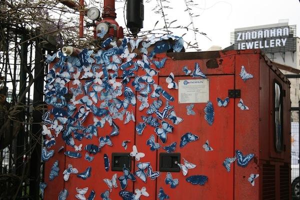 Бабочки на улицах города.