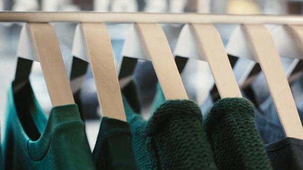 Вешалки для одежды, экономящие место.