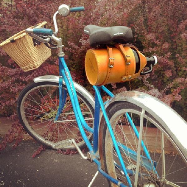 Leather Bike Growler Carrier: велосипедный футляр для бутылок.