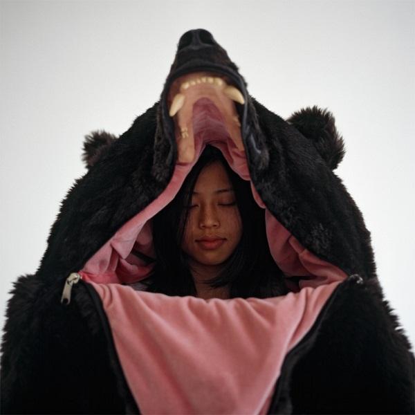 Спальный мешок в виде чучела медведя.