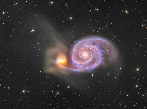 Галактика NGC 5194 и галактикой-спутником – NGC 5195