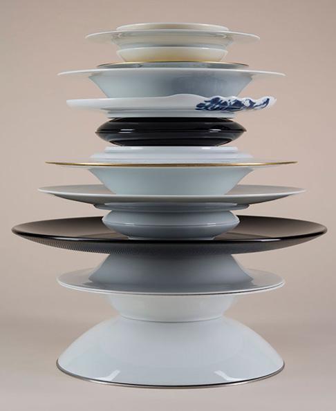 Вазы из фарфоровых тарелок.