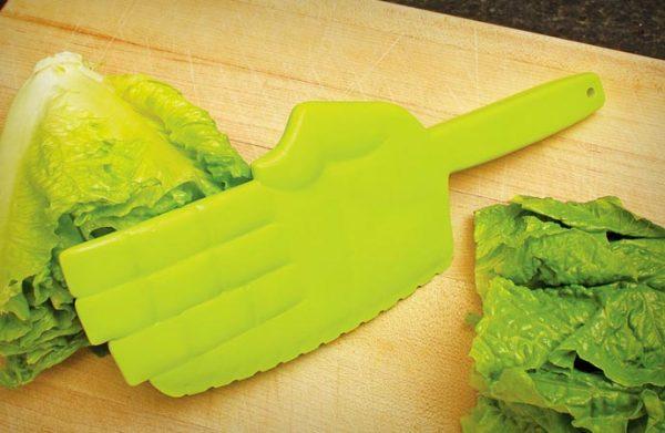 Кухонный нож с пластиковым лезвием для любителей карате.