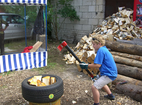 Колоть дрова этим топором может даже подросток.