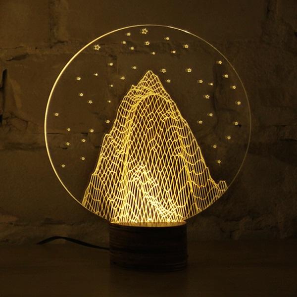 Светильник Bulbing в форме горы.