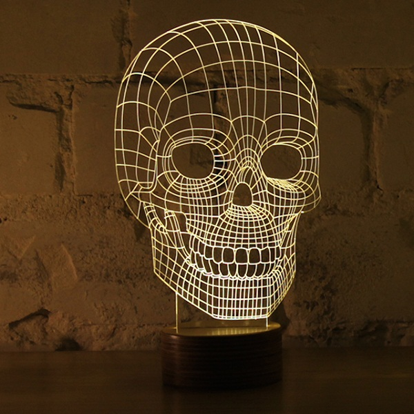 Светильник в форме черепа.