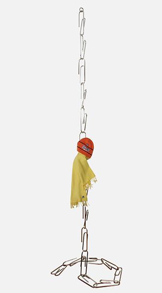Оригинальная вешалка для одежды.