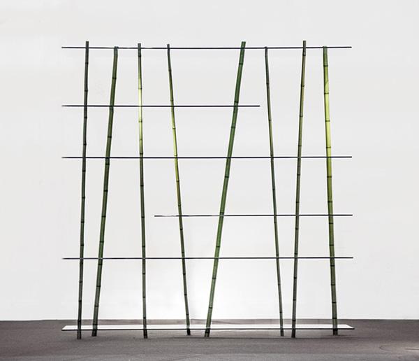 Элегантная мебель из бамбука и стекла.