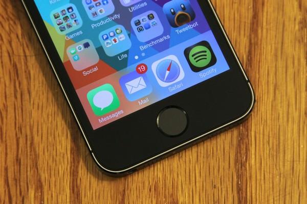 Сканер отпечатков пальцев на iPhone 5S. Источник фото: tech-touch.ru