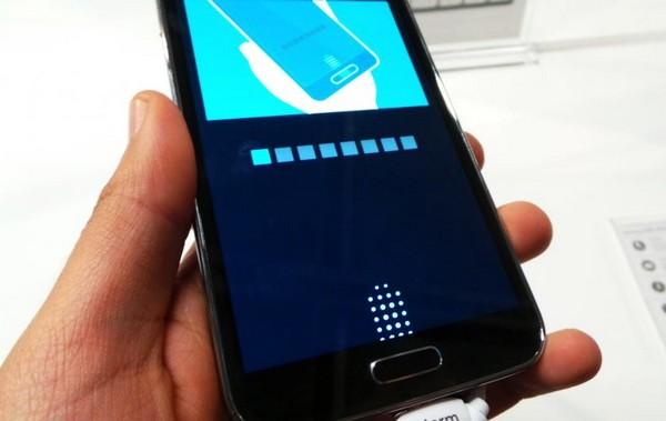 Сканер отпечатков пальцев на Samsung Galaxy S5. Источник фото: galaxys-5.ru