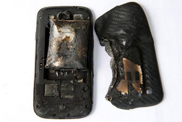 Расплавленный мобильный телефон. Источник фото: tech.onliner.by