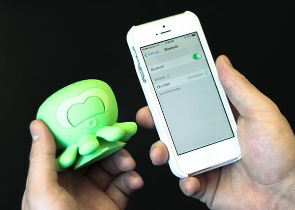 Спикер синхронизируется со смартфоном как любое bluetooth-устройство.